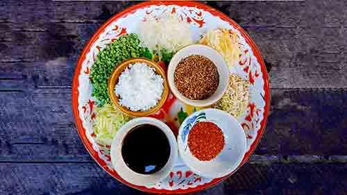 ข้าวยำปรับสมดุลร้อนและเย็นเพื่อสุขภาพ แพทย์วิถีธรรม